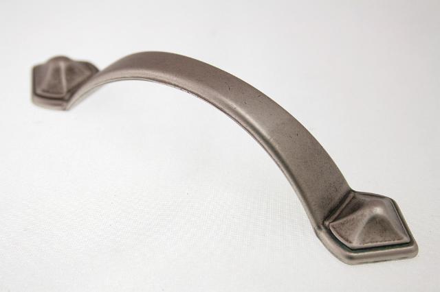 Uchwyt meblowy  UR07-011, 96mm, stare srebro, gamet
