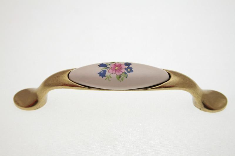 Uchwyt meblowy porcelanowy UP19-AB-MLK-1 porcelana + stare złoto, rozstaw 96mm, Gamet