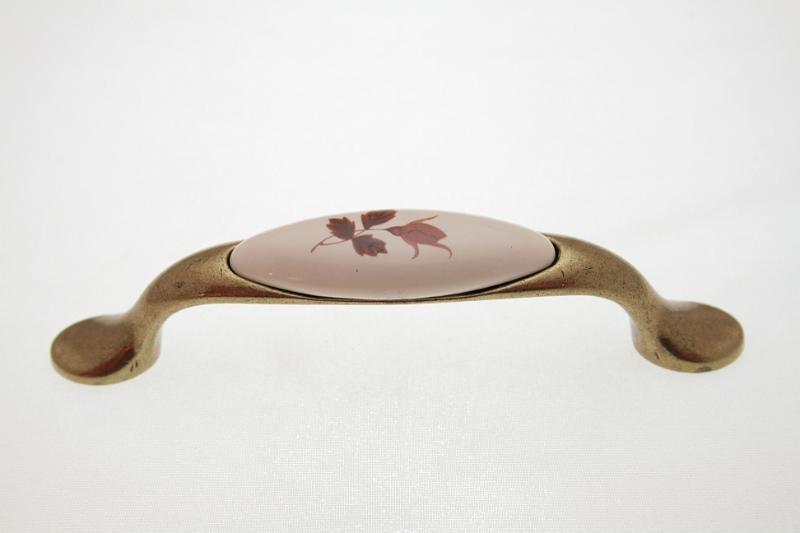 Uchwyt meblowy porcelanowy UP19-AB-MLK-2 porcelana + stare złoto, rozstaw 96mm, Gamet