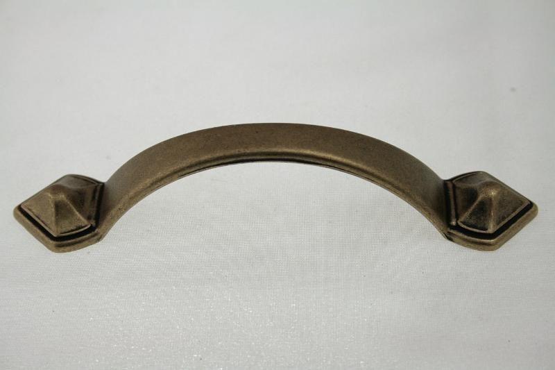 Uchwyt meblowy UR0705, 96mm, stare złoto, gamet